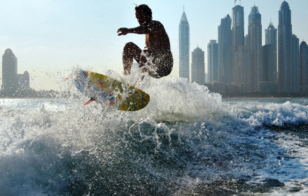 Wakeboarding and wakesurfing in Dubai
