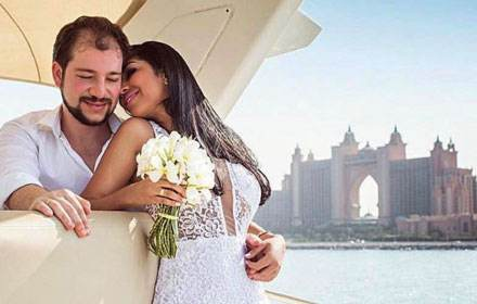 DUBAI FOR TWO. UNUSUAL DATE ON A YACHT